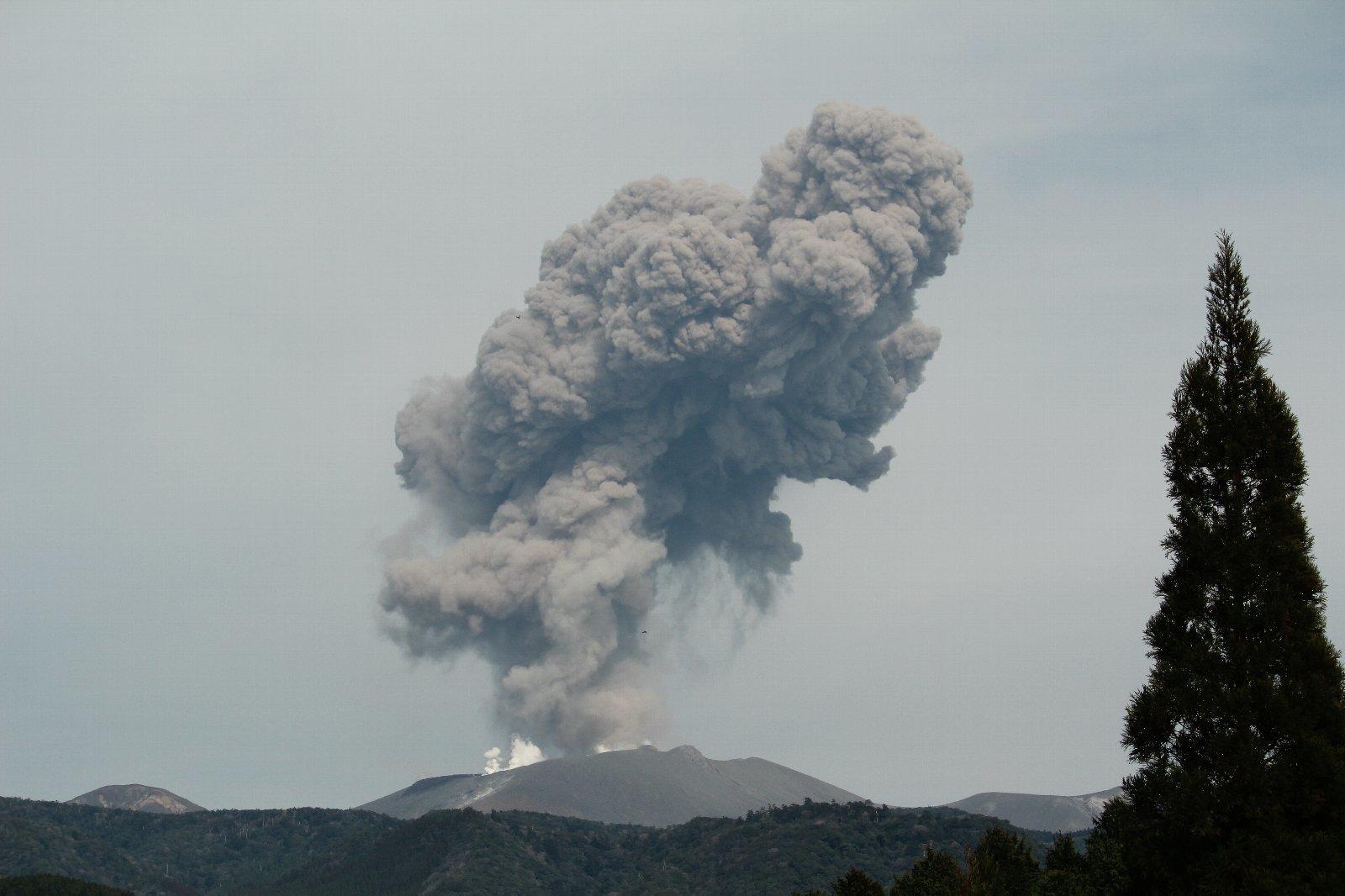 3月12日の太陽 新燃岳の噴火!_e0174091_15252230.jpg