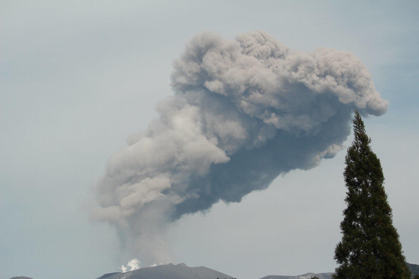 3月12日の太陽 新燃岳の噴火!_e0174091_15255158.jpg