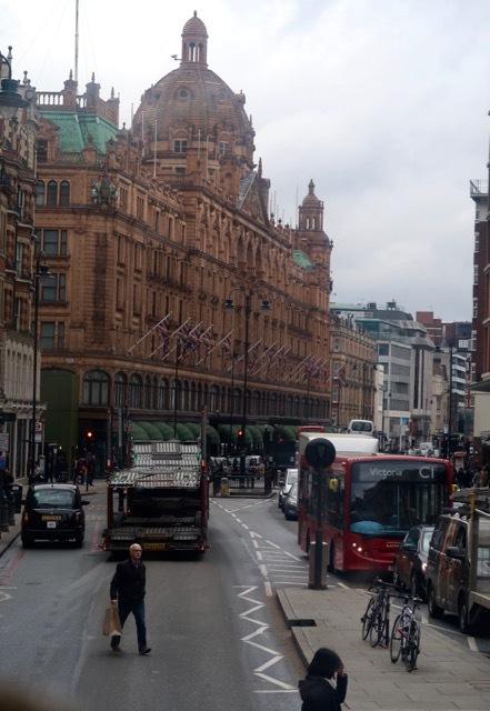 ロンドン2階建バスのアフタヌーンティー_f0380234_02130133.jpg