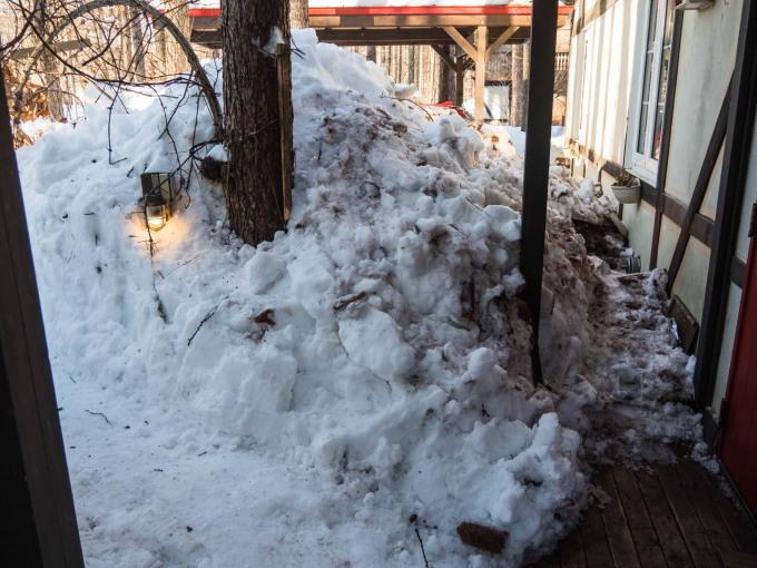 """今年の""""屋根からの落雪""""例年にない激しさでした。_f0276498_23454132.jpg"""