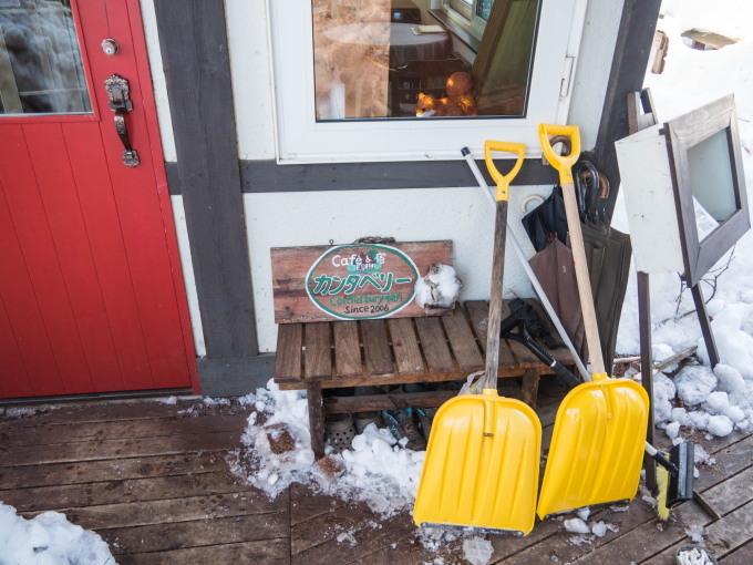 """今年の""""屋根からの落雪""""例年にない激しさでした。_f0276498_23473771.jpg"""