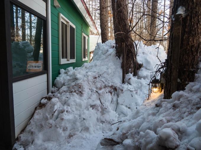 """今年の""""屋根からの落雪""""例年にない激しさでした。_f0276498_23482194.jpg"""