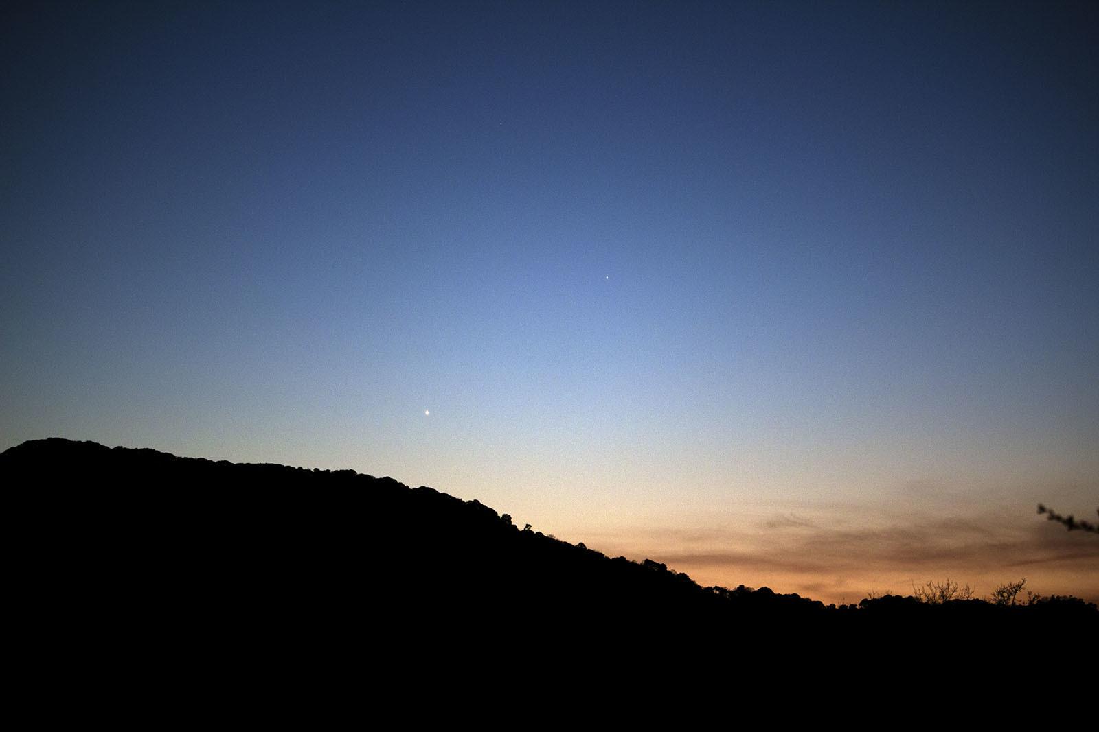 水星と金星接近中! 3月17日の夕方_e0174091_17480099.jpg