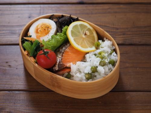 焼き鮭と今年初の豆ごはん弁当_c0270834_09330916.jpeg