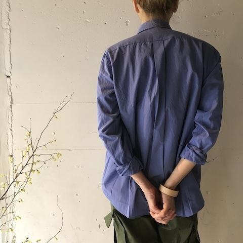 ブルーの色のシャツ COMOLI_d0364239_19582133.jpg