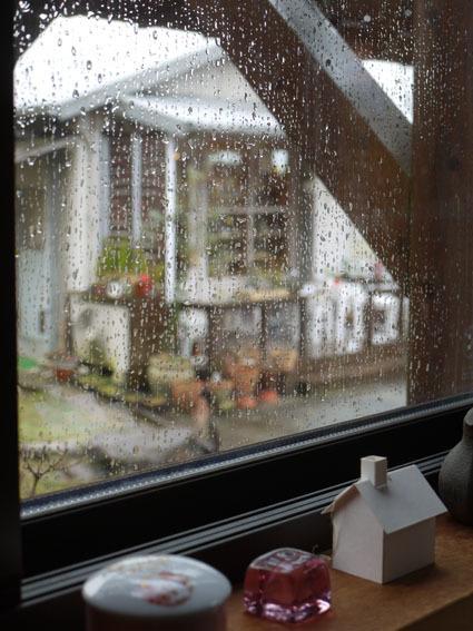 雨の日の月曜日 〜ミモザのある店内〜_c0334574_19111281.jpg
