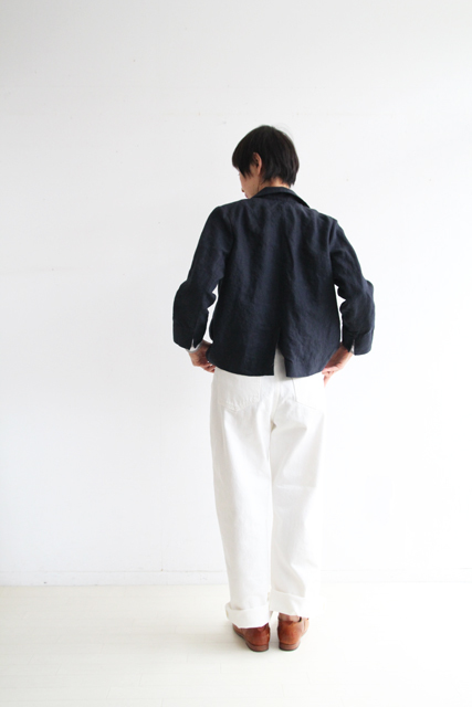 さりげなくネイビーのジャケットで_f0215708_12173464.jpg