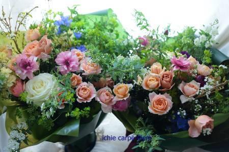 ご両親への贈呈用の花束とアレンジ「バラをいれて」 花畑と森の泉 3月芍薬のイチエッタ_a0042928_09491184.jpg