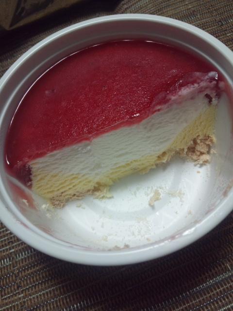 シャトレーゼ DESSERT ICE 北海道産生クリームの苺ショートケーキ_f0076001_0222367.jpg