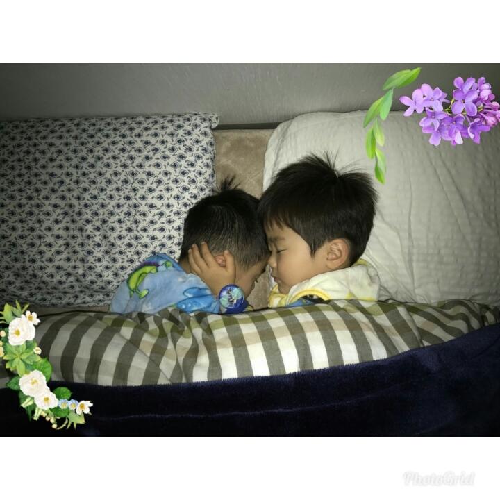 2人の寝相。少し前の..._a0188798_21422965.jpg