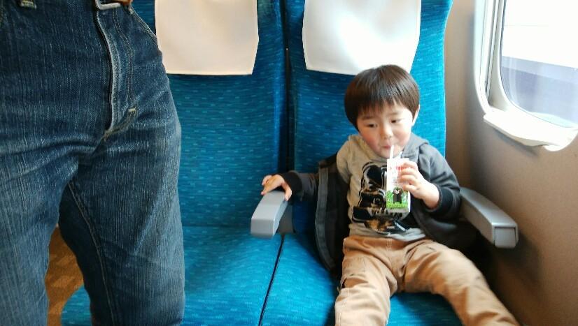幼児を連れての新幹線..._a0188798_21490148.jpg