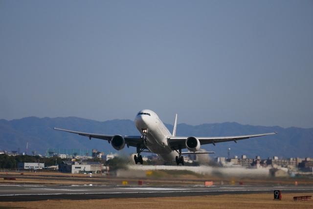 河津桜と飛行機_b0358575_19540706.jpg