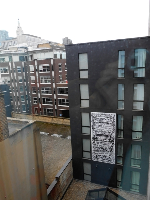 ロンドンの極狭ホテル_b0305039_20272694.jpg