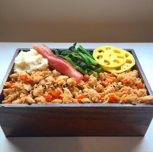 鶏むねと野菜のそぼろ弁当_e0380666_09395234.jpg