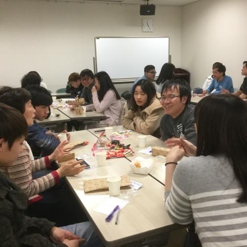 日曜朝教室の期末茶話会_e0175020_20114808.jpg