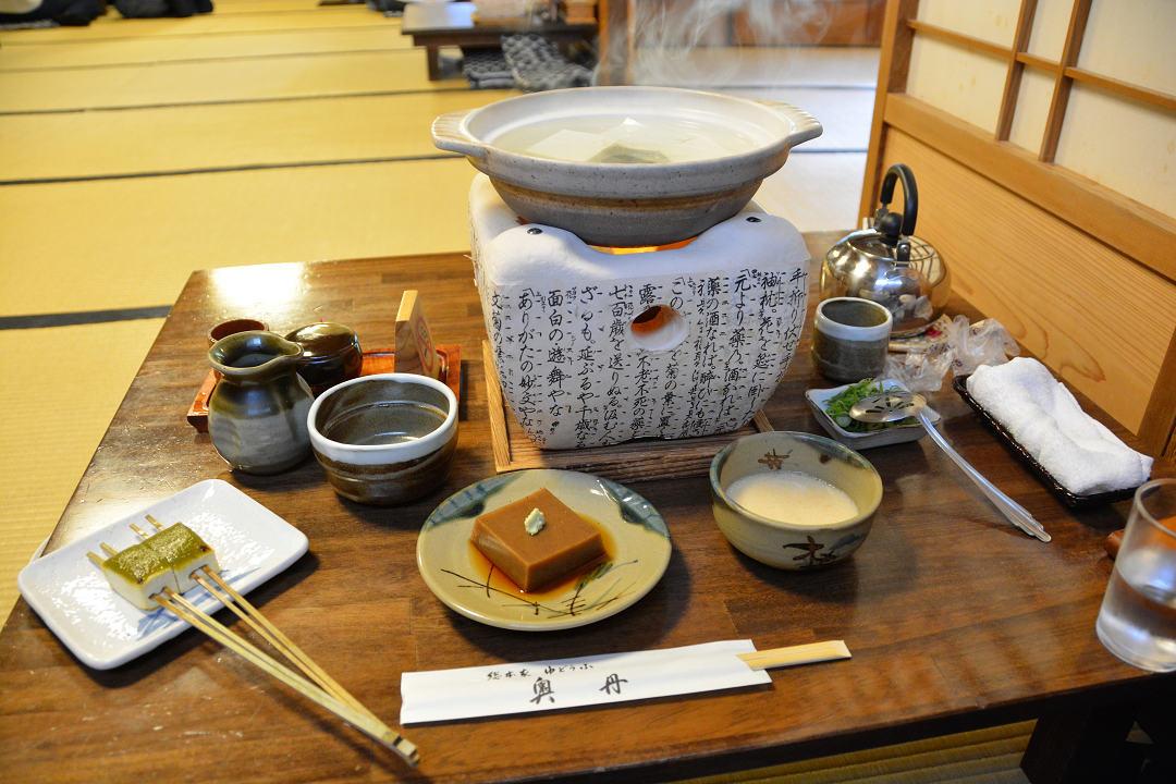 京都を歩く(7)南禅寺、近くでランチに湯豆腐_a0148206_05313607.jpg