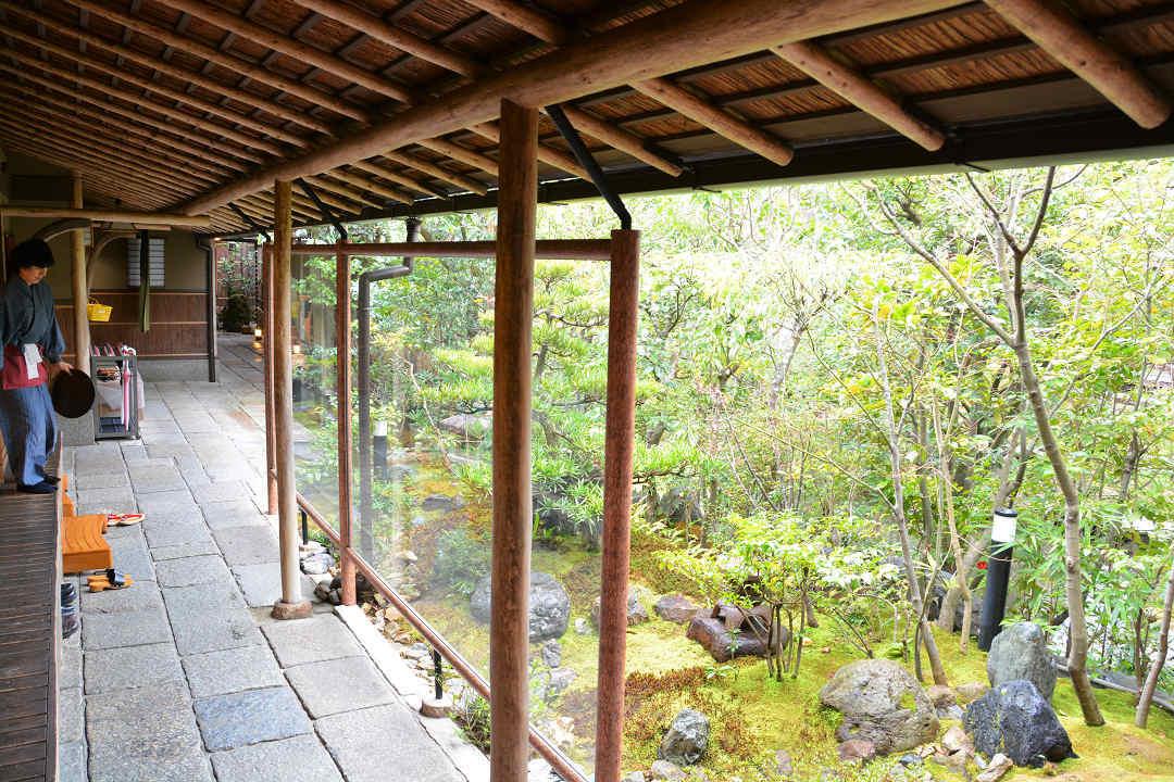 京都を歩く(7)南禅寺、近くでランチに湯豆腐_a0148206_05313624.jpg