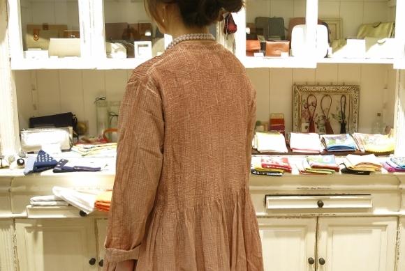 maison de soil から、ボイルチェック生地のピンタックドレスが届いてます。_c0227633_17321288.jpg