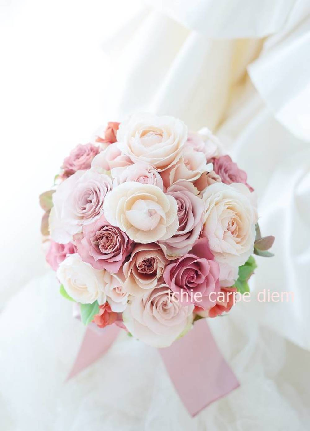 ラウンドブーケ 明治記念館様へ セピアピンクと紅茶のバラだけで_a0042928_10570746.jpg