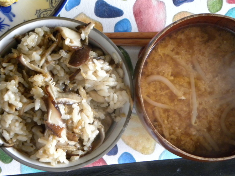 椎茸の炊き込みご飯定食_c0162773_11240553.jpg