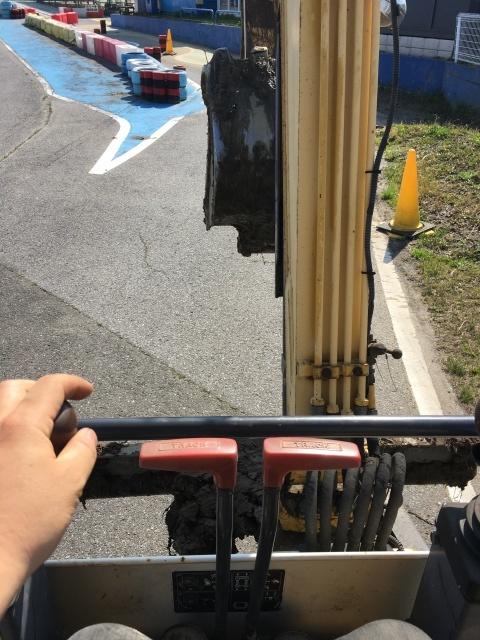 【舗装11日目】昨日から油圧シャベル!_c0224820_22510330.jpeg