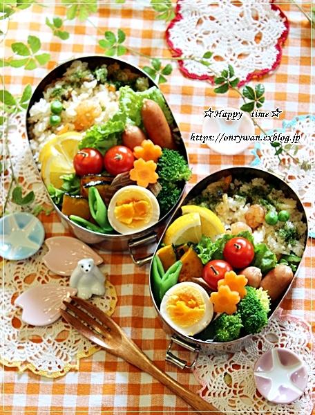 シーフードピラフ弁当と桜カンパーニュ♪_f0348032_18253722.jpg
