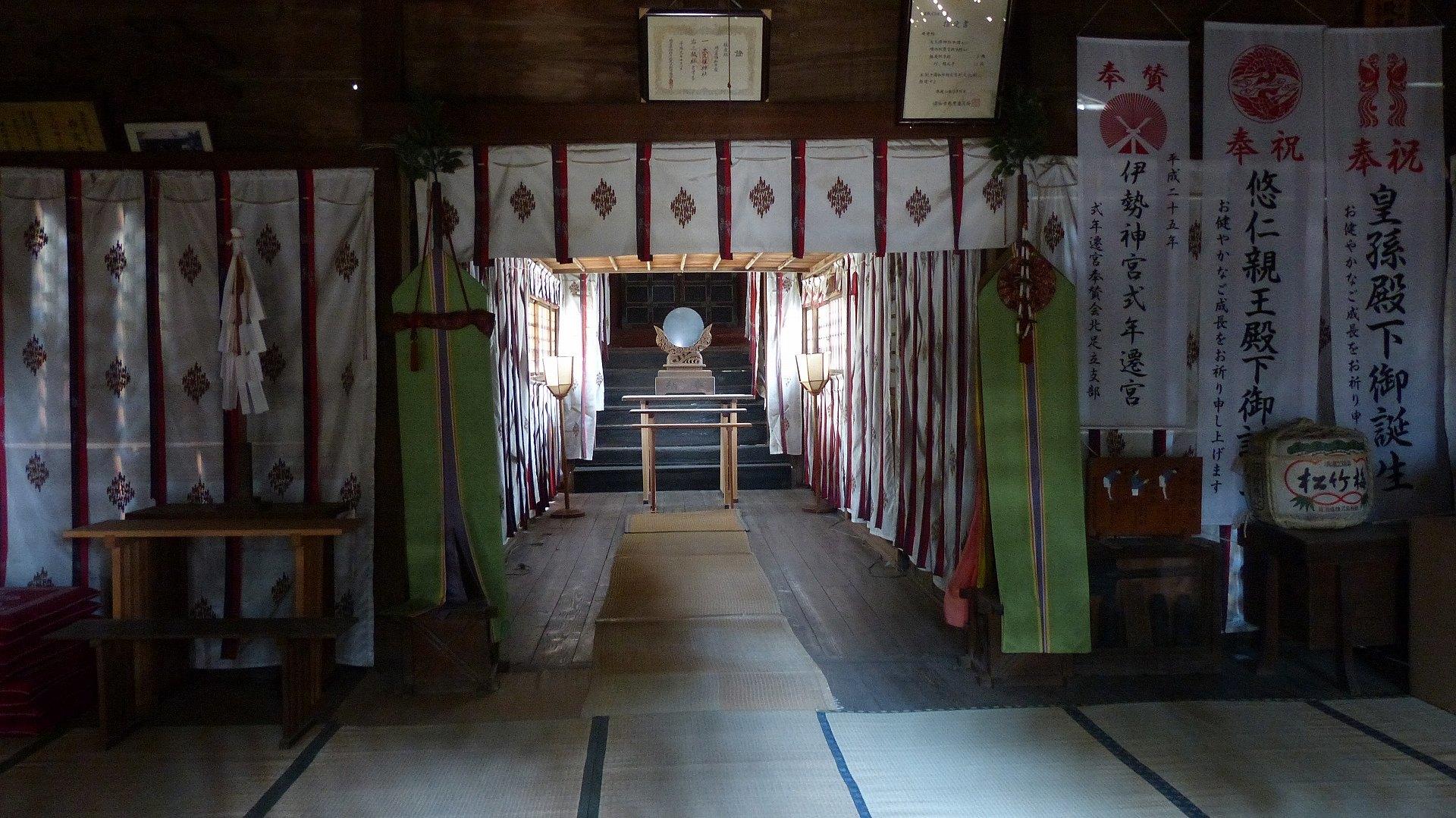 お寺の次は神社です_a0185081_09333585.jpg