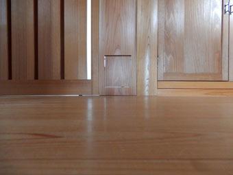 北鎌倉の家の猫の出入り口・その2_c0195909_12365544.jpg