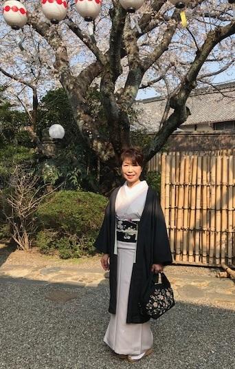 桜の下のお客様・桜色のきものに桜の帯・大島に絞りの帯_f0181251_10443186.jpg