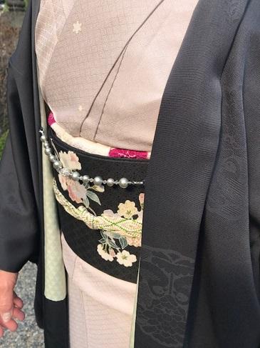 桜の下のお客様・桜色のきものに桜の帯・大島に絞りの帯_f0181251_10451942.jpg
