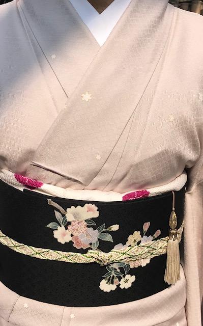 桜の下のお客様・桜色のきものに桜の帯・大島に絞りの帯_f0181251_1048838.jpg