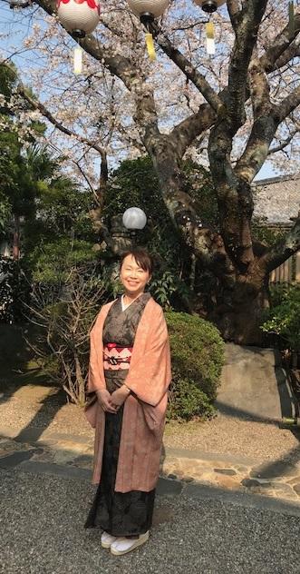 桜の下のお客様・桜色のきものに桜の帯・大島に絞りの帯_f0181251_1049632.jpg