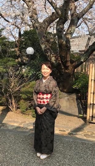 桜の下のお客様・桜色のきものに桜の帯・大島に絞りの帯_f0181251_10501368.jpg