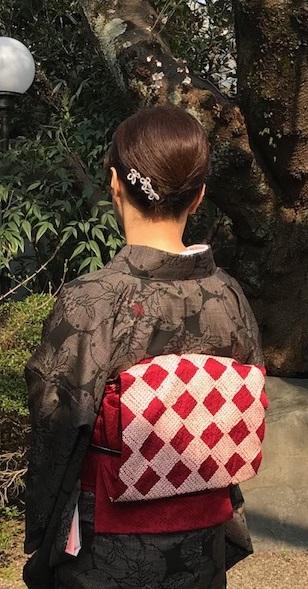 桜の下のお客様・桜色のきものに桜の帯・大島に絞りの帯_f0181251_10521782.jpg