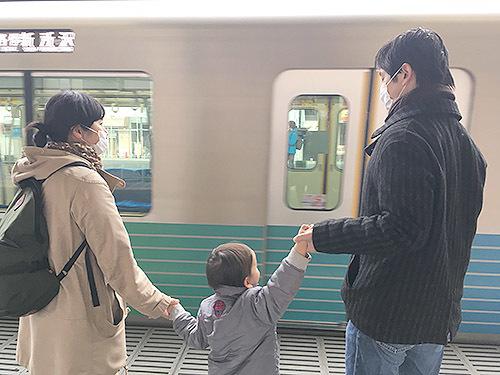 『でんしゃにのるよ ひとりでのるよ』3/27発売:その3・モデルのご家族_e0026053_13502234.jpg