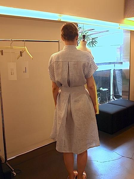 さりげなく上質で、シンプルですが、体型問わず、美しく着れて、使いやすい、TOMOUMI ONOの麻ワンピース_e0122680_18000202.jpg
