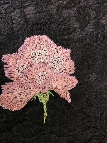 レースのワンピースにピンクの薔薇を刺繍しました。_e0397389_13304796.jpg