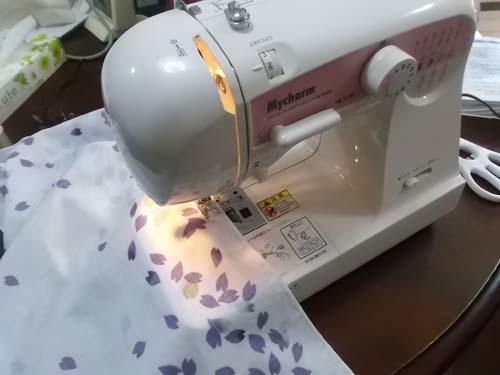 桜の風呂敷を縫う&大根とはんぺんの煮物_f0019498_15301592.jpg