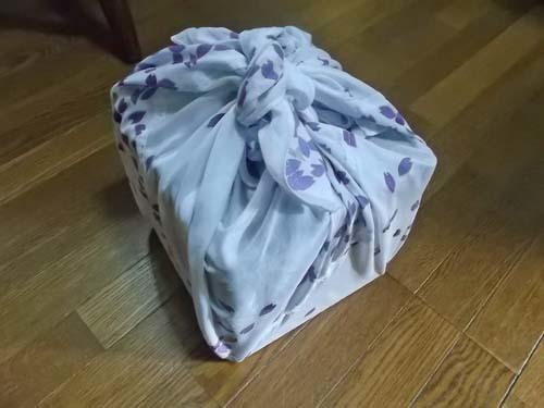 桜の風呂敷を縫う&大根とはんぺんの煮物_f0019498_15302204.jpg