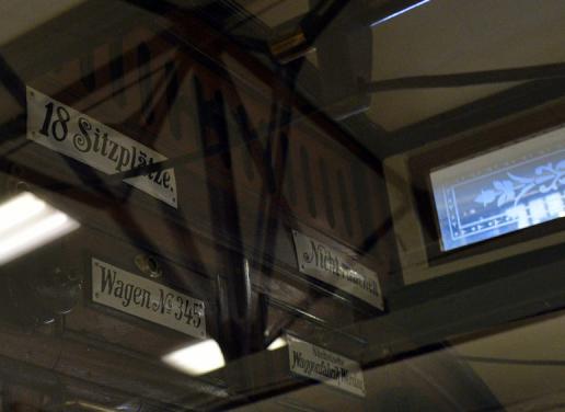 路面電車博物館の文字_e0175918_03512356.jpg