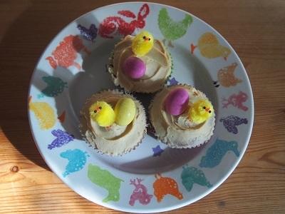 Easter charity bake saleにカップケーキとロータスビスコフブラウニーを焼く_f0238789_19142569.jpg