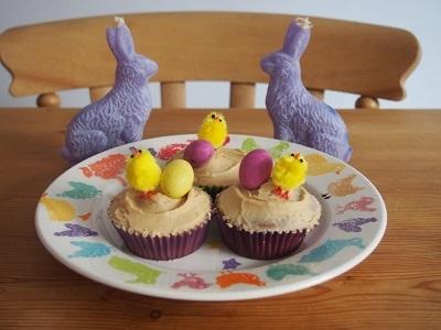 Easter charity bake saleにカップケーキとロータスビスコフブラウニーを焼く_f0238789_19142587.jpg