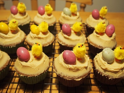 Easter charity bake saleにカップケーキとロータスビスコフブラウニーを焼く_f0238789_19145231.jpg