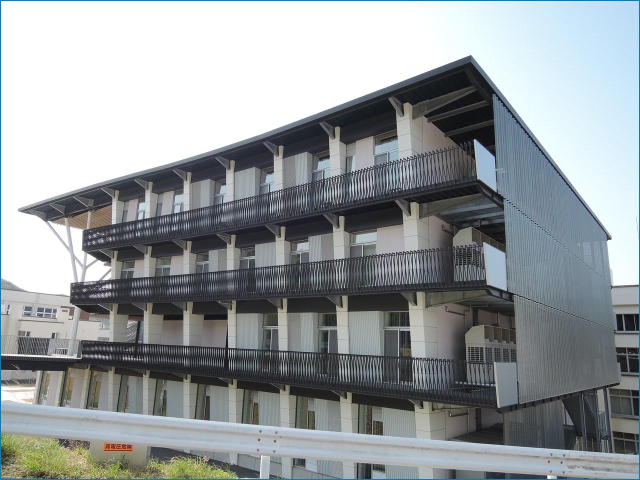 静岡理工科大学 理工学部 建築学科棟の見学 1_c0376508_15424508.jpg