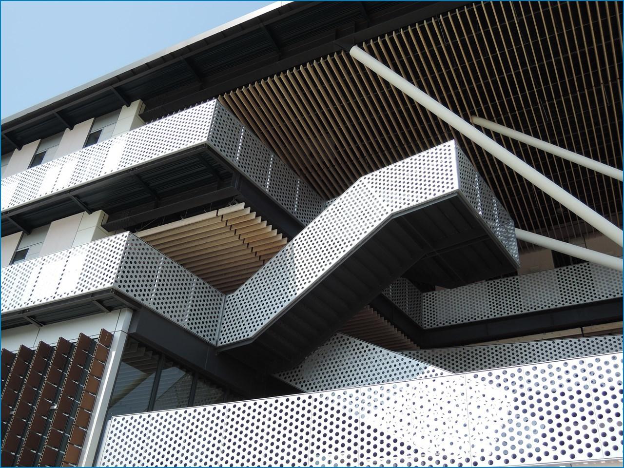 静岡理工科大学 理工学部 建築学科棟の見学 1_c0376508_18184788.jpg