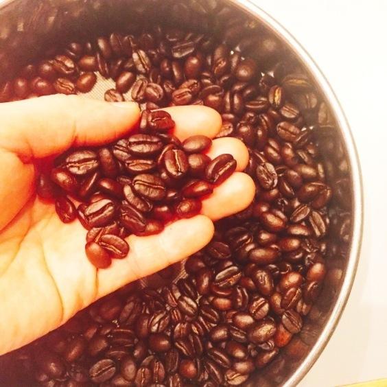 コーヒーゼリー用の豆を手網焙煎する_a0325273_09511654.jpg