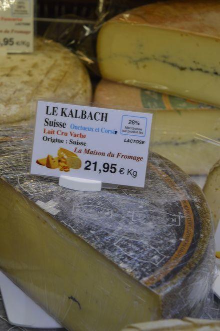 アヴィニョン散歩とチーズとカルパントラのいちご_b0346275_01480692.jpg
