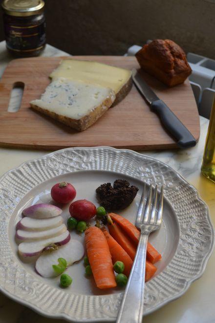 アヴィニョン散歩とチーズとカルパントラのいちご_b0346275_02221924.jpg