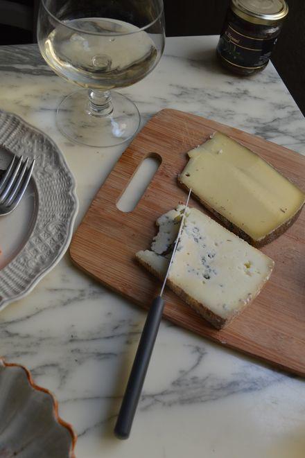 アヴィニョン散歩とチーズとカルパントラのいちご_b0346275_02312035.jpg