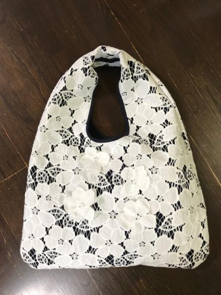 レースで中位サイズのおむすびバッグを作りました。_e0397389_16533369.jpg
